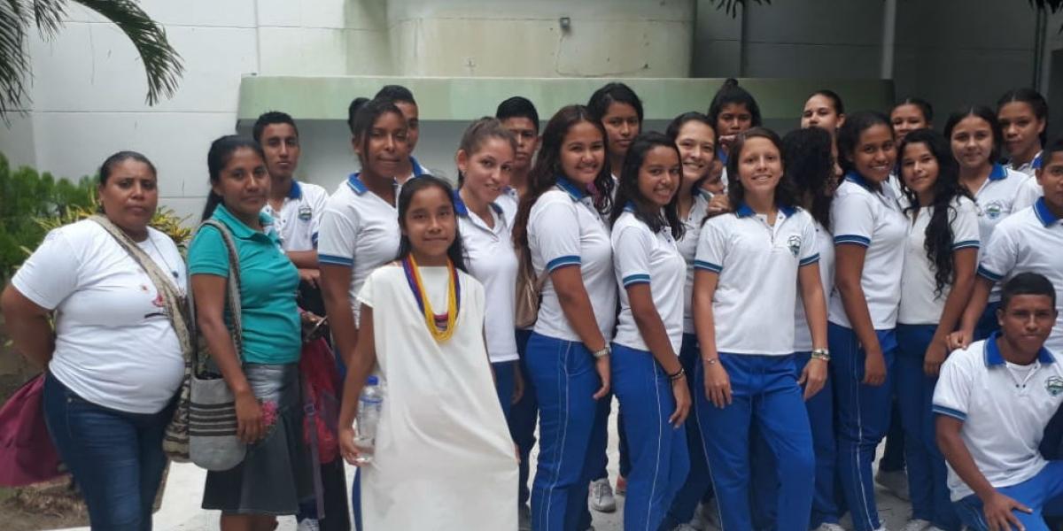 Jóvenes del departamento reciben visitas guiadas por la Oficina de Turismo de la Gobernación.