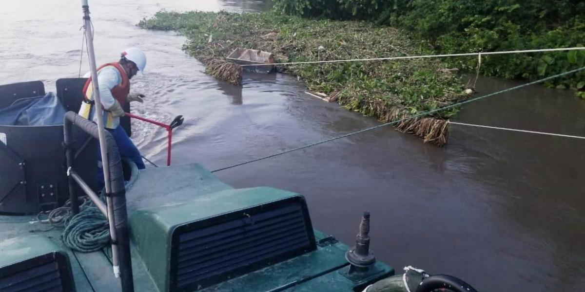 Apoyo a emergencia por caida de torre electrica sobre el río magdalena