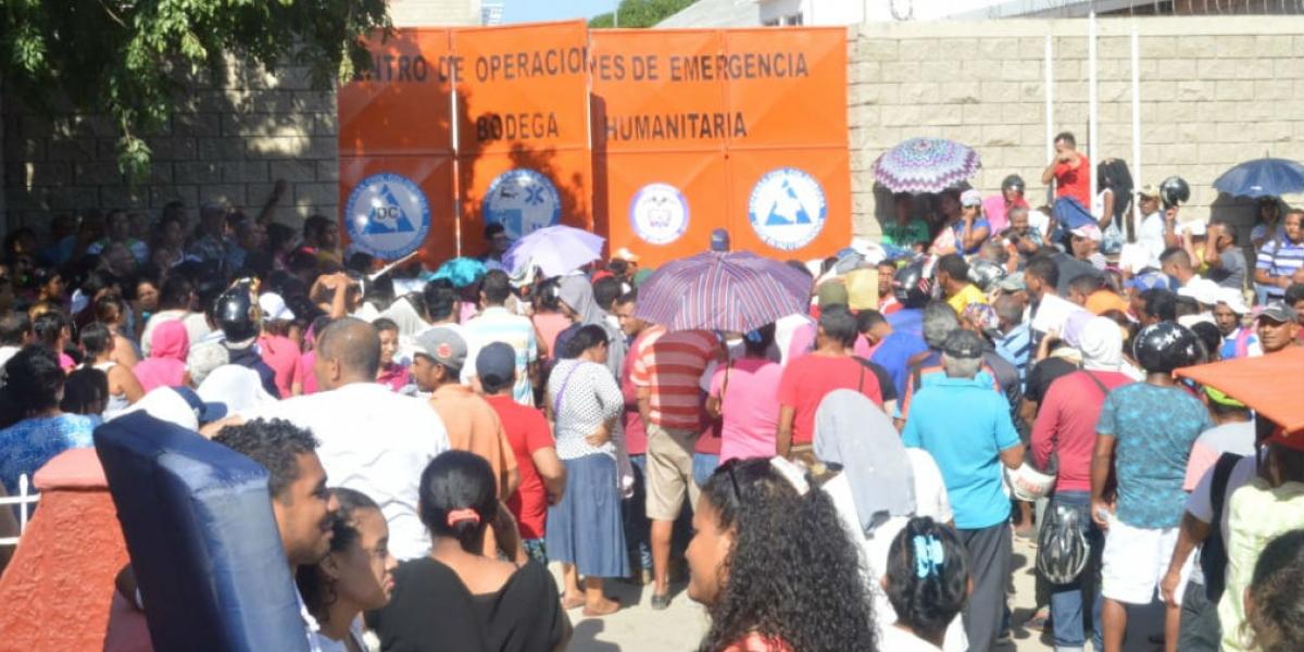Hasta la sede de la Defensa Civil se han dirigido los afectados para recibir la ayuda.