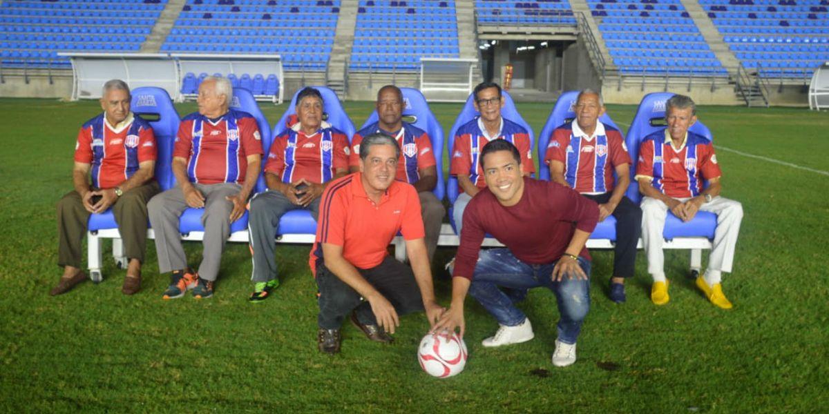 Michel Torres junto a las glorias del Unión Magdalena