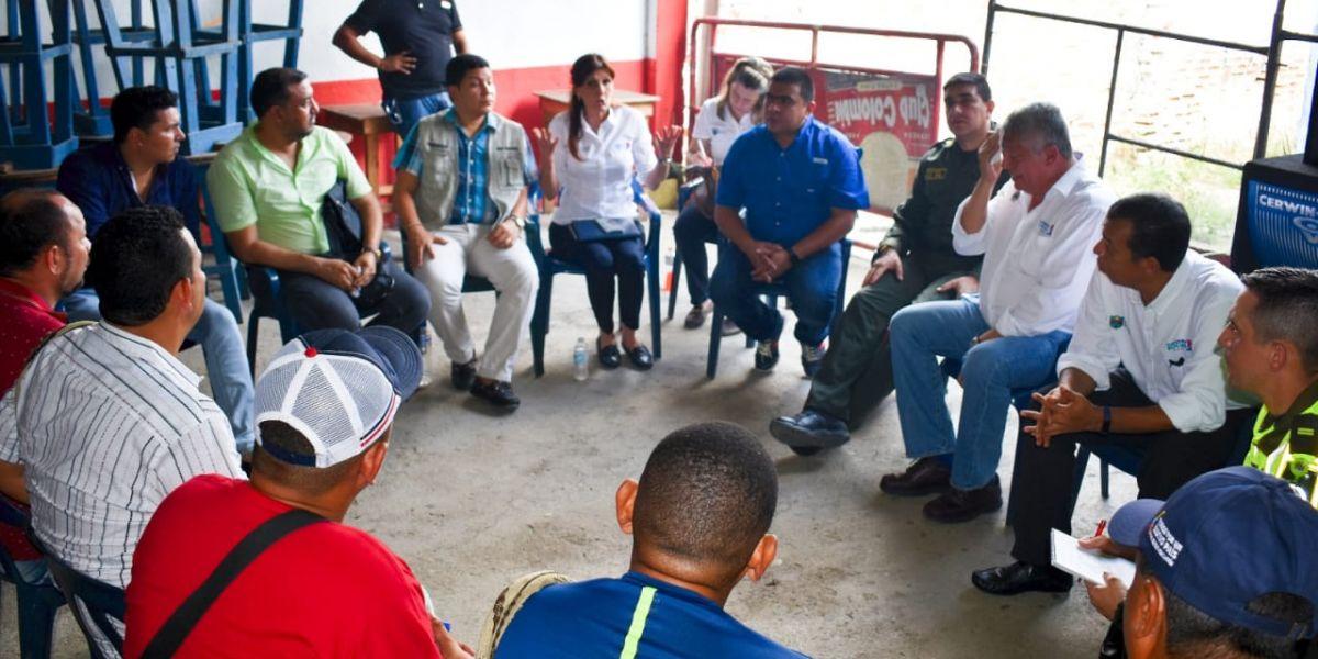 Los pequeños transportadores se reunieron con la mandataria departamental y esperan una solución a su problemática.