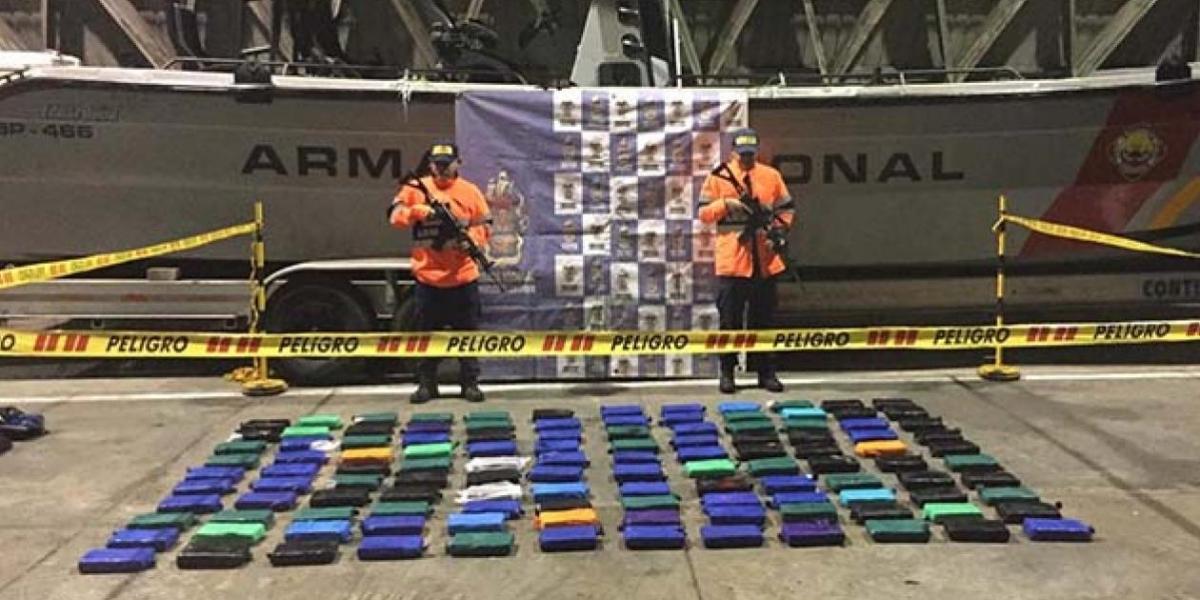La droga fue hallada en tulas sumergidas y amarradas a las aletas estabilizadoras de la embarcación.