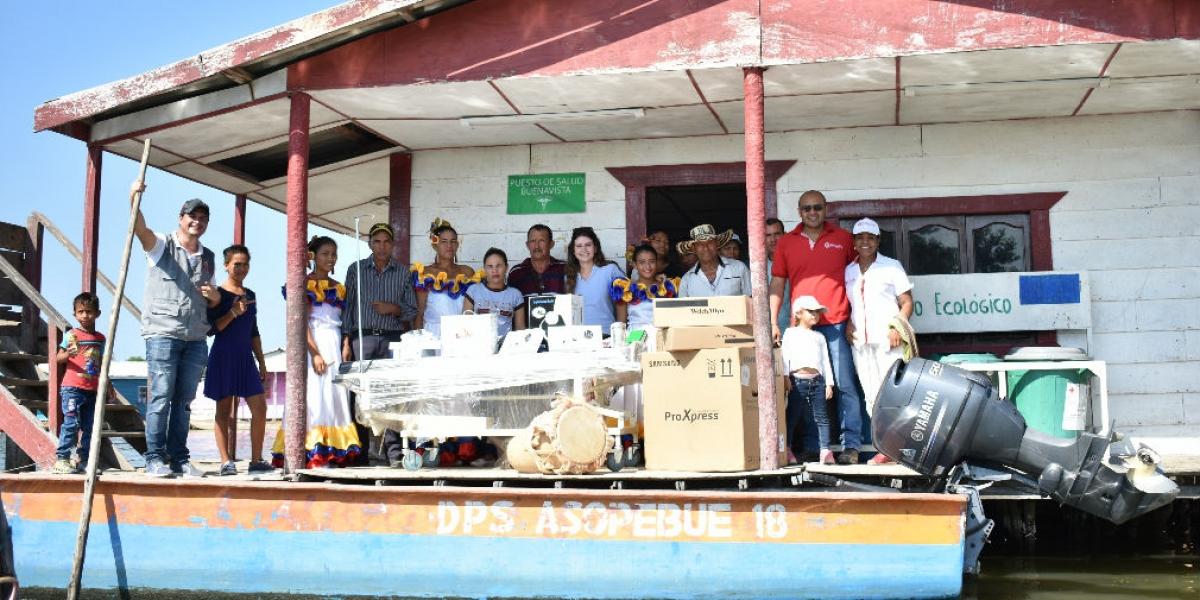 Entrega de implementos médicos a comunidad de Buenavista.