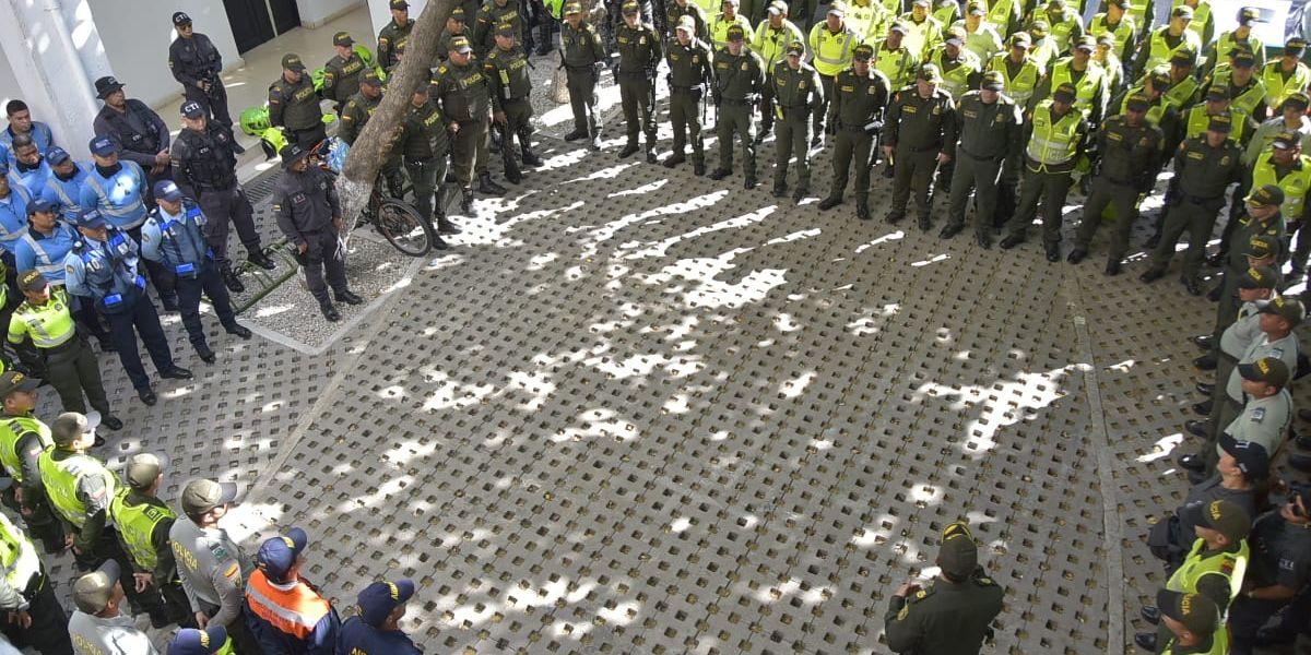 Un completo operativo realizan las autoridades de Santa Marta en Centro Histórico.