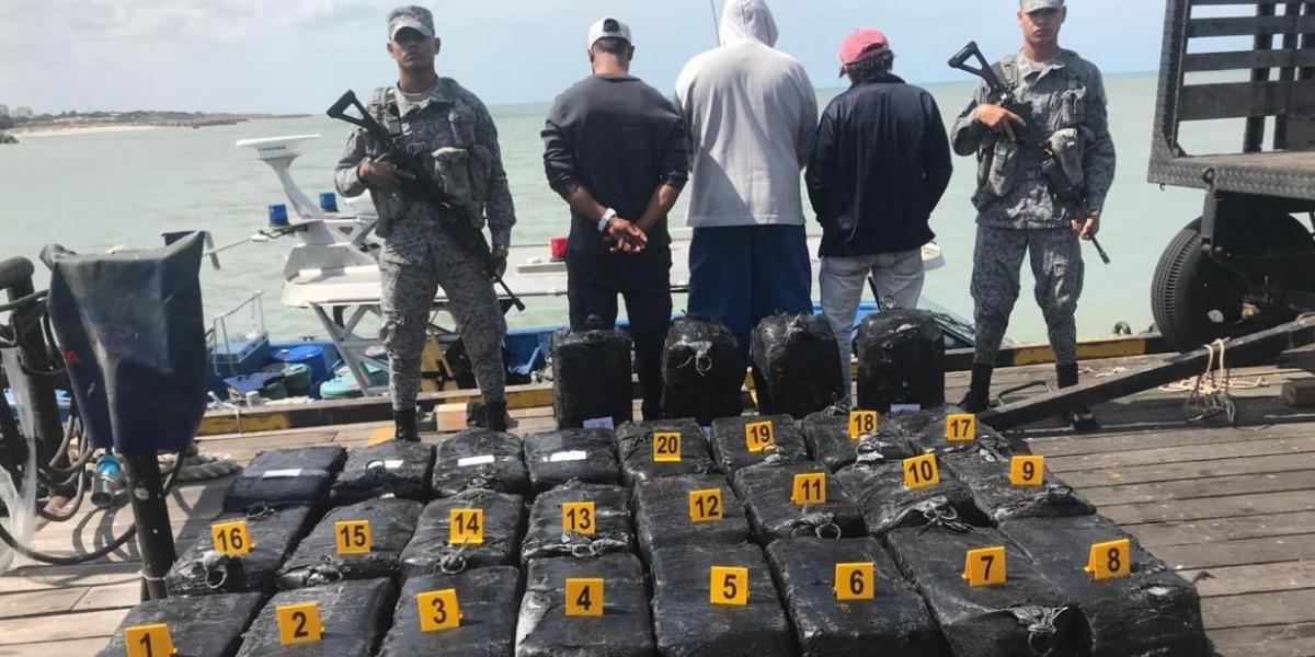 Capturados y droga incautada.