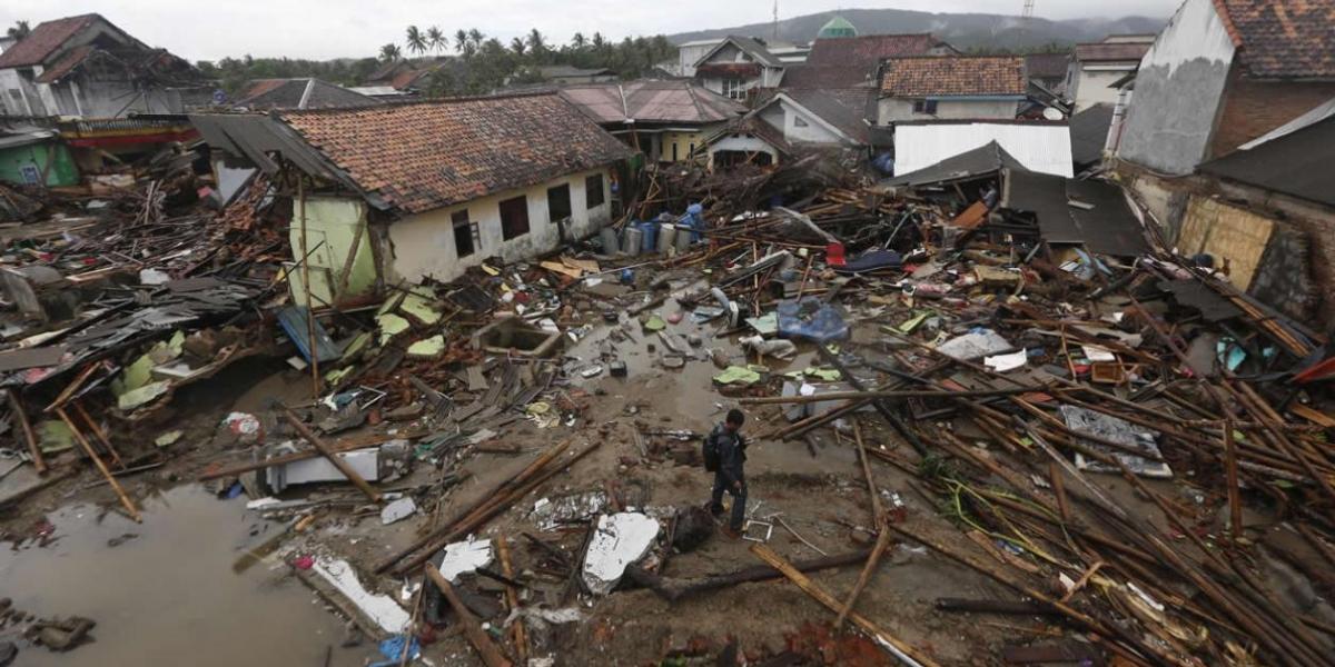 Total devastación dejó el tsunami que se registró el pasado sábado en Indonesia.
