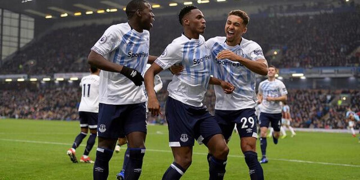 El Everton golea con gol de Mina y doblete de Digne