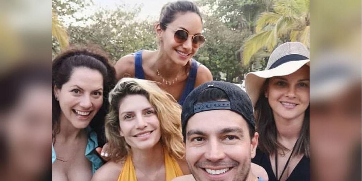 El grupo de actores en sus vacaciones