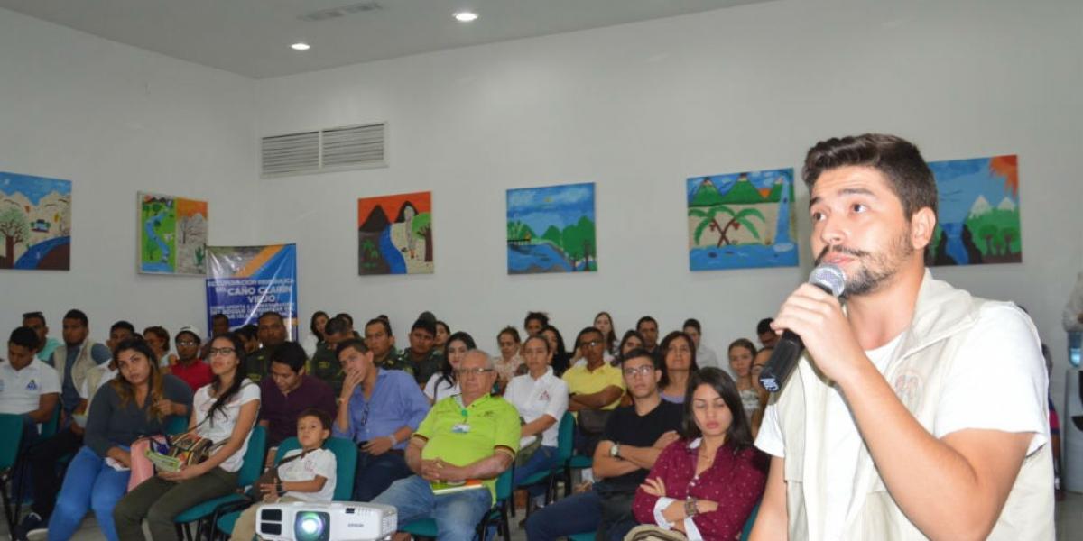 Óscar Jaramillo en representación de los jóvenes.