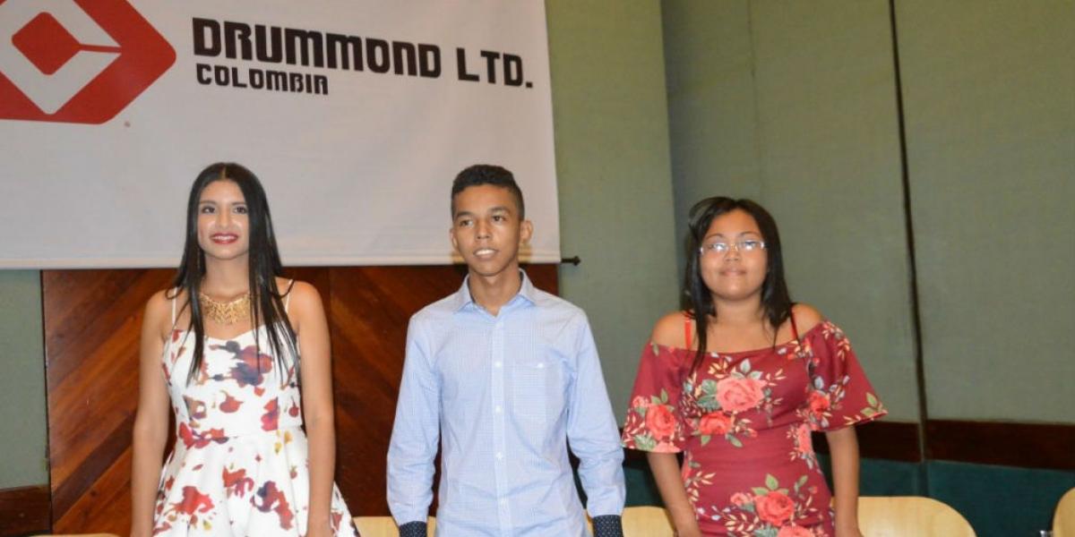 Paula Samara,  Jassir Quinto y María José Leal Altamar, beneficiados del programa de becas.