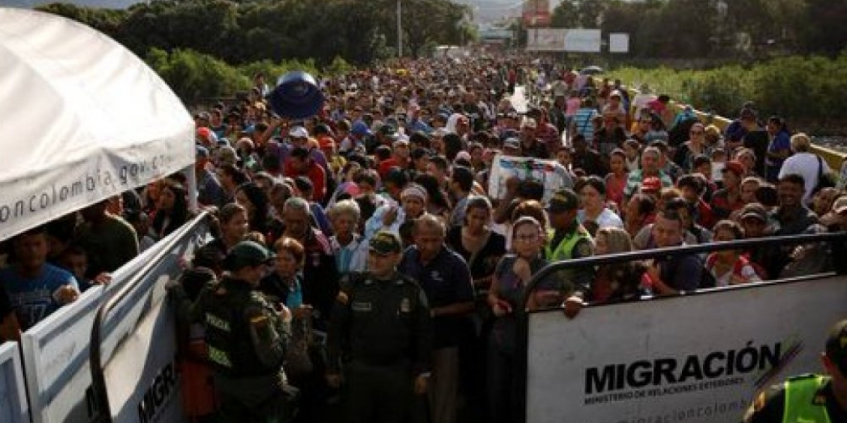 La Guardia Nacional Bolivariana cerró el paso de Colombia a través del Puente Internacional Simón Bolívar.