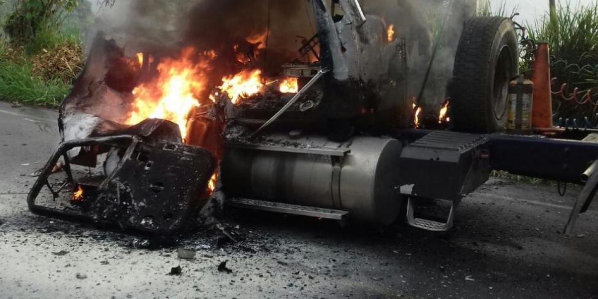 Tractomula incinerada en Antioquia.