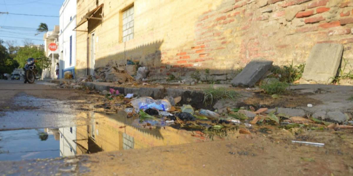 Rebosamiento de agua en el barrio El Cundí.