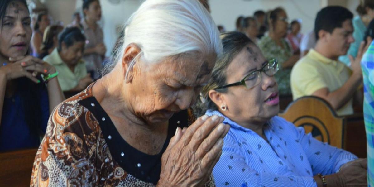 Católicos samarios muestran su fervor y devoción.