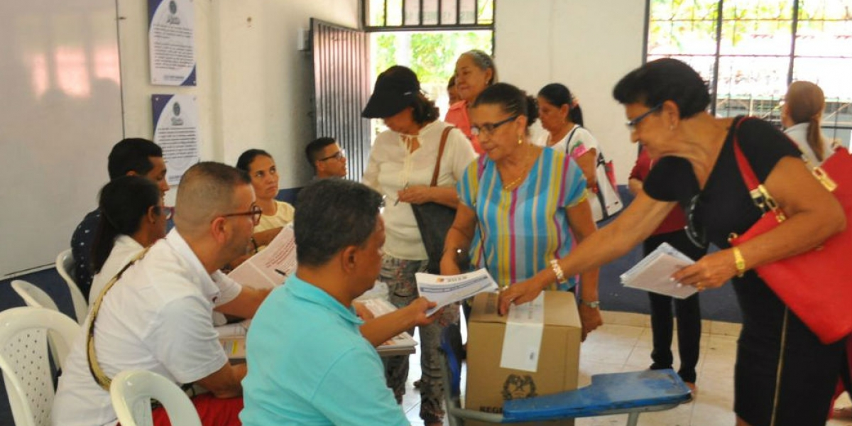 las votaciones culmiaron sin disturbios de mayor índole.