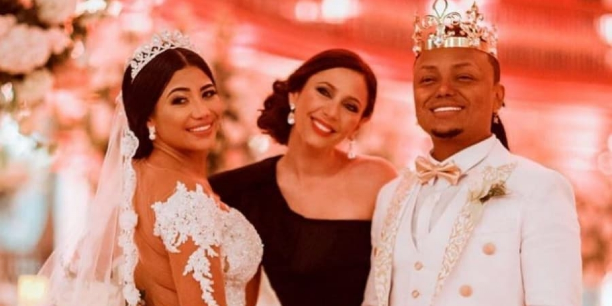 El controvertido cantante protagonizó una particular y extravagante boda el pasado fin de semana.