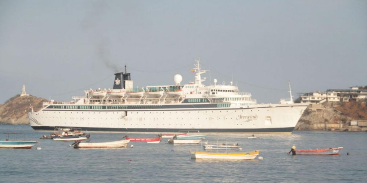Crucero Freewinds en su llegada a Santa Marta.