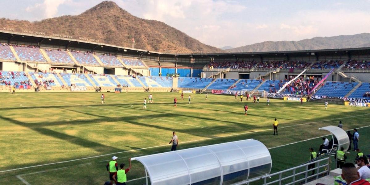 Panorámica del nuevo estadio Sierra Nevada, ubicado en el sector de Bureche.