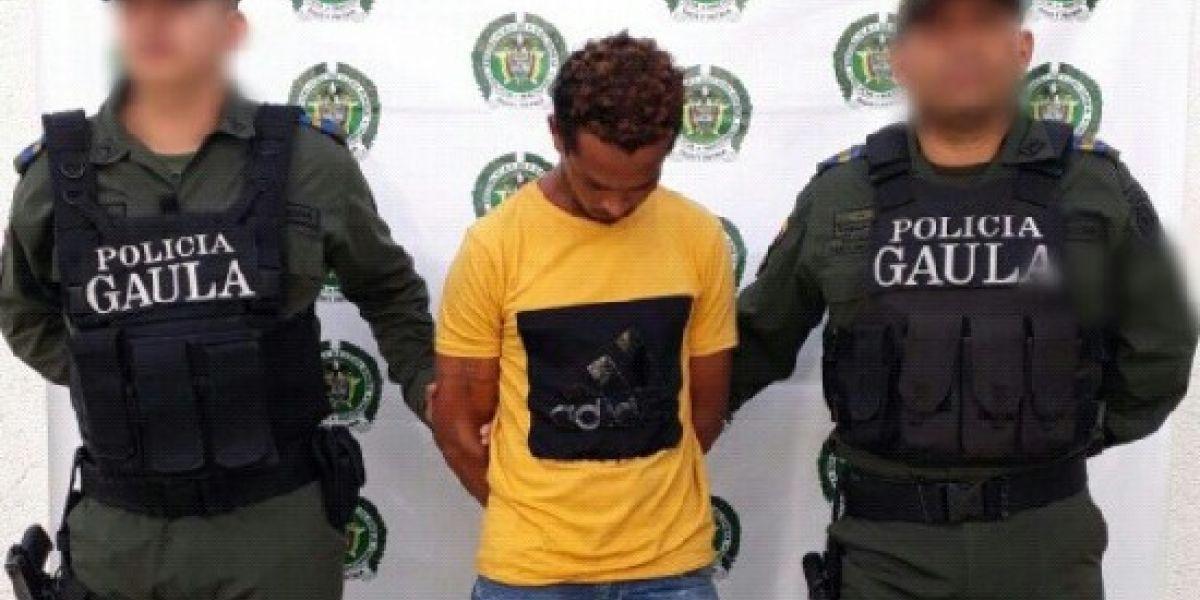 Dairo de Jesús Carrillo Hernández cuando era procesado por las autoridades.