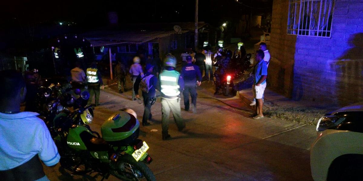 Las distintas fuerzas (Policía, Armada, Ejército) salieron a patrullar el domingo a los barrios.