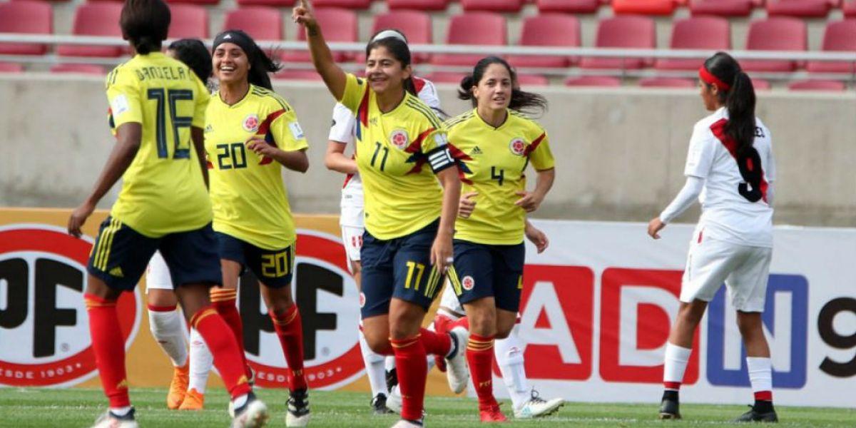 Colombia derrotó 3-0 a Perú en la última jornada de la fase de grupos, con goles de Catalina Usme, Leicy Santos e Isabella Echeverri.