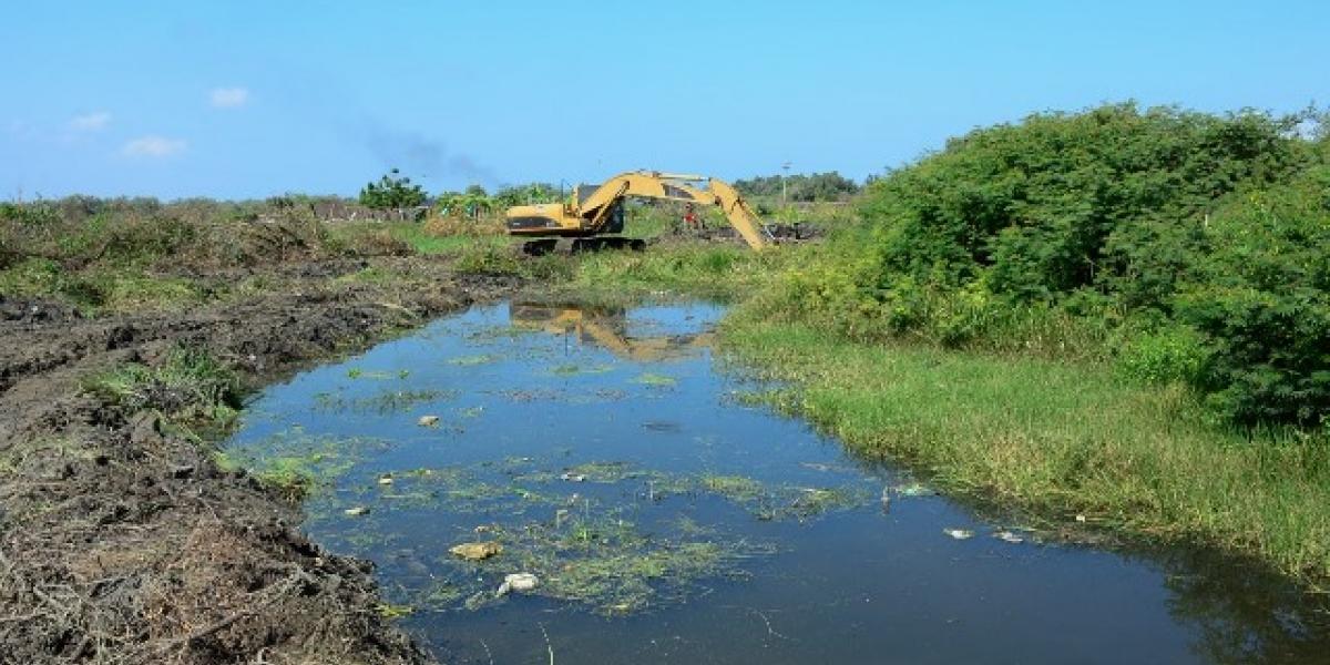 Así avanzan los trabajos de limpieza en los canales de desagüe de Ciénaga.