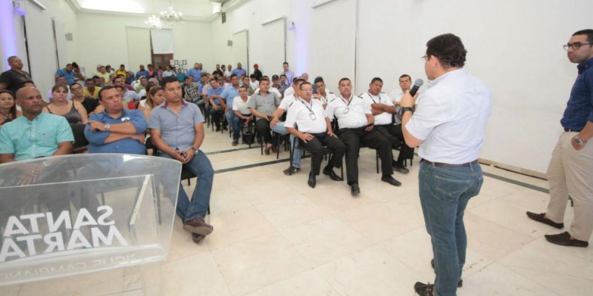 El Alcalde presentó el Registro Único de Conductores de taxi.