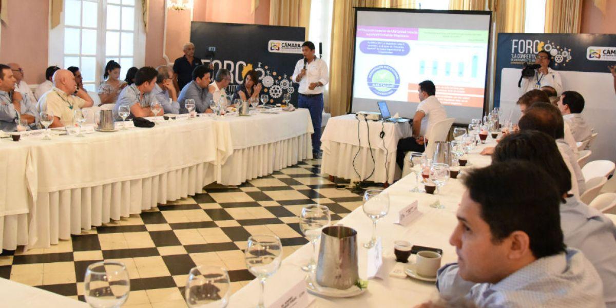 el rector socializó una exitosa iniciativa relacionada con la creación del Comité Universidad – Empresa – Estado, con el objetivo de que sea replicada en la ciudad y el departamento del Magdalena.