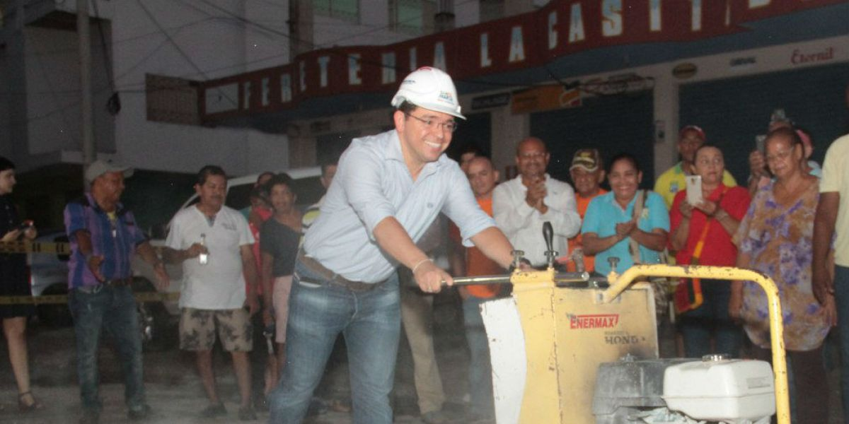 El alcalde Martínez aseguró que se está realizando una inversión de $3,153 millones que va a beneficiar alrededor de 90 mil personas de estos sectores.