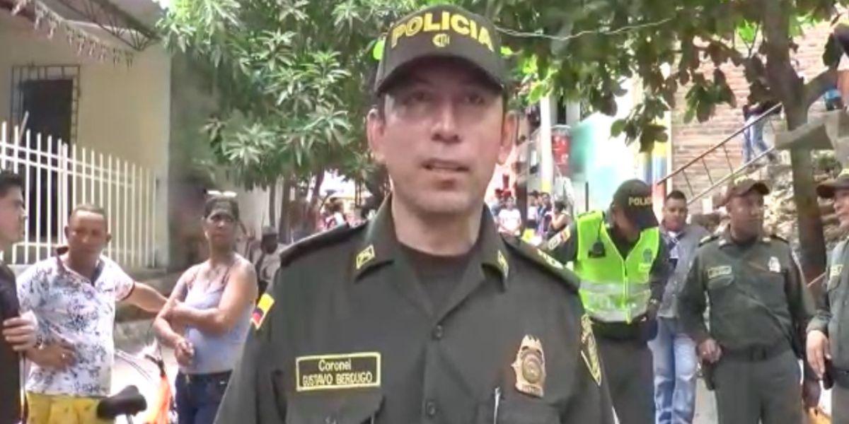 Coronel Gustavo Berdugo Garavito, Comandante de la Policía Metropolitana desde el lugar de los hechos.