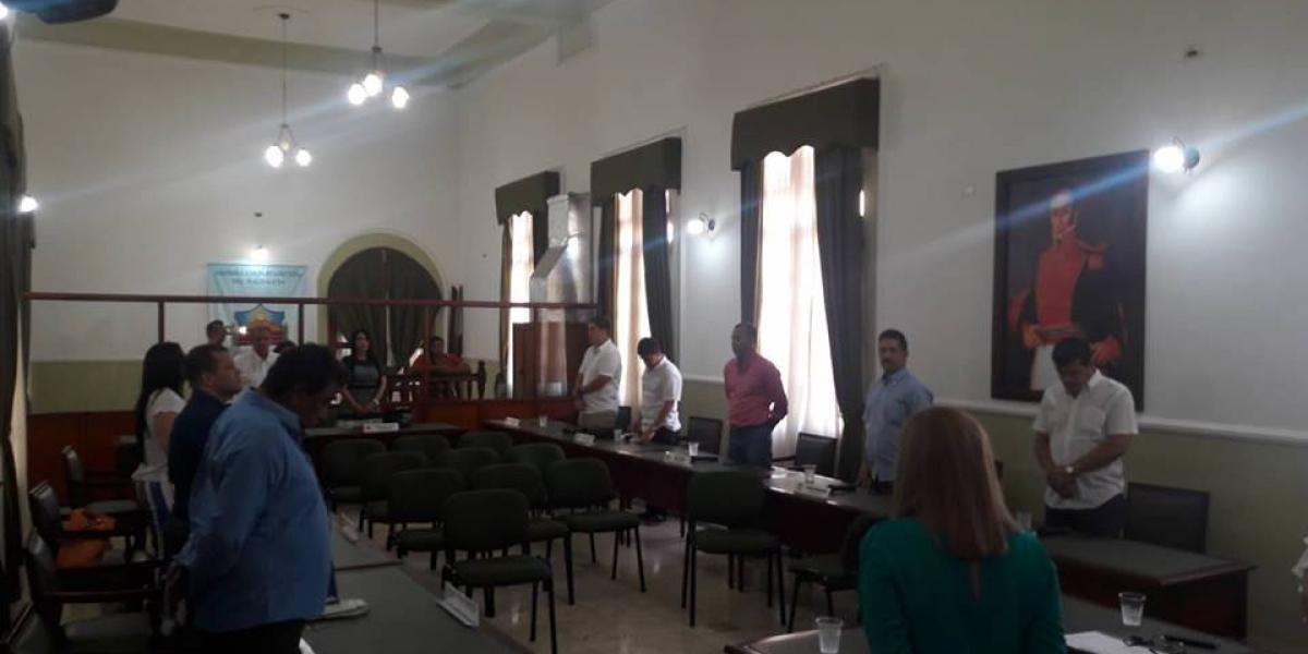 Los diputados entregaron un minuto de silencio por el descanso de la pequeña Nataly Pérez Velásquez.
