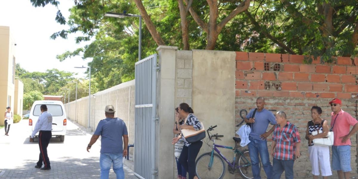 En la sede de Medicina Legal estuvo la familia de Gilberto Luna esperando su cadáver.