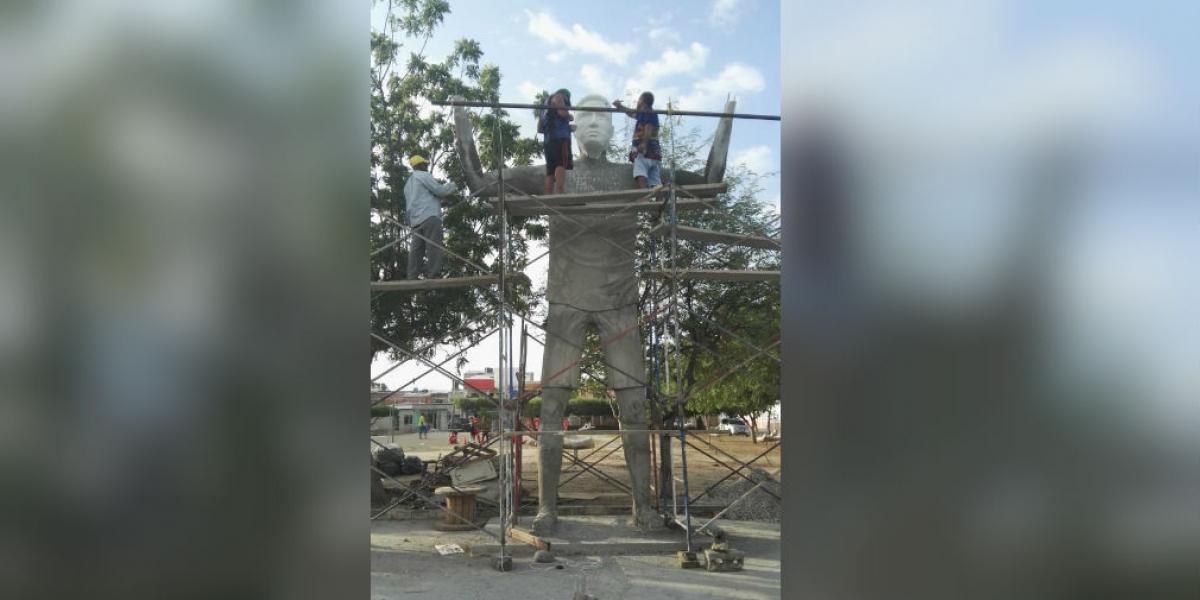 Estatua que se construye en honor a Falcao.