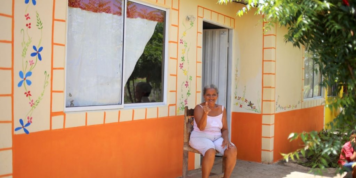 Durante la jornada, los residentes del Bálsamo pintaron las fachadas de sus casas.