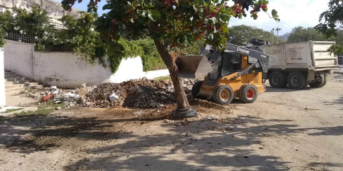 La Essmar retiró 34 toneladas de escombros a las afueras del Eduardo Santos.