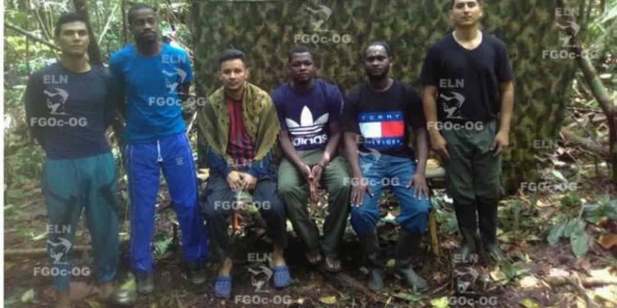 Los seis secuestrados.