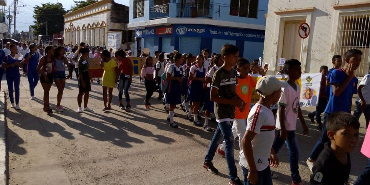 Aspecto del desfile con que inicia la Semana Andina en Plato.