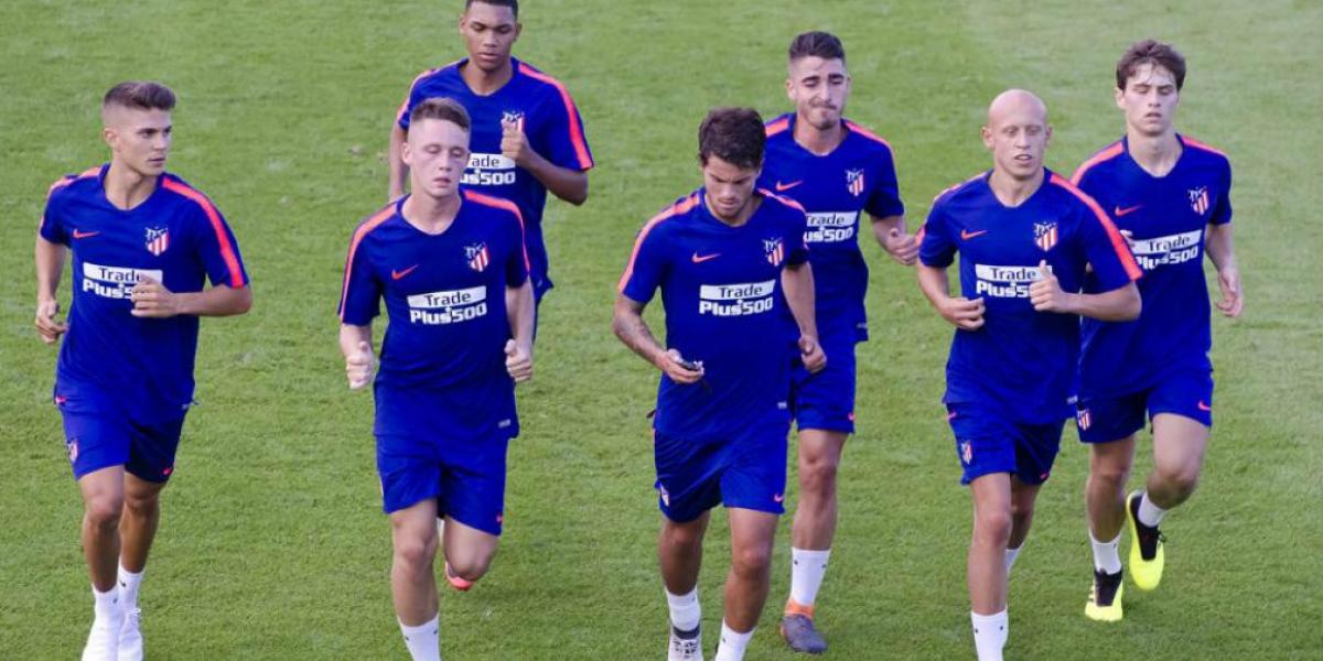 Andrés Solano (último a la derecha), lateral derecho samario.