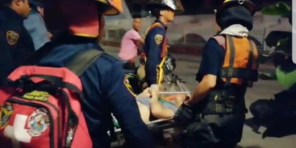Momentos en que el joven fu rescatado.