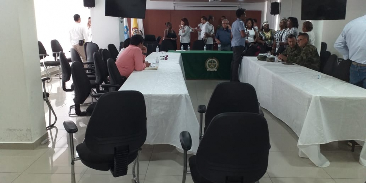 En las mesas de trabajo participaron las diferentes autoridades del departamento.