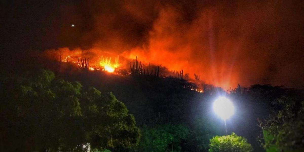 Imagen del incendio forestal en el Rodadero, del pasado lunes.