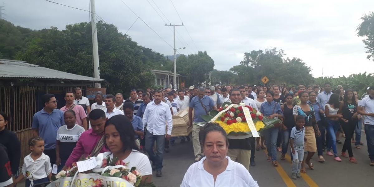 La comunidad de la zona rural también acompañó las honras fúnebres.