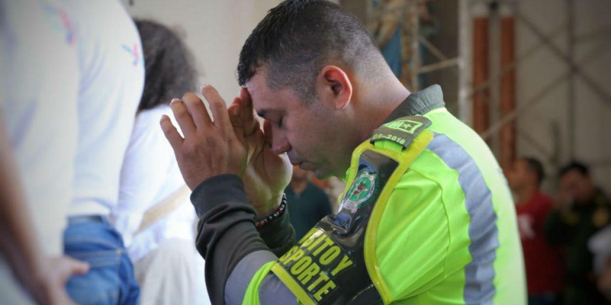 Los policías se unieron en eucaristía para repudiar el acto terrorista.