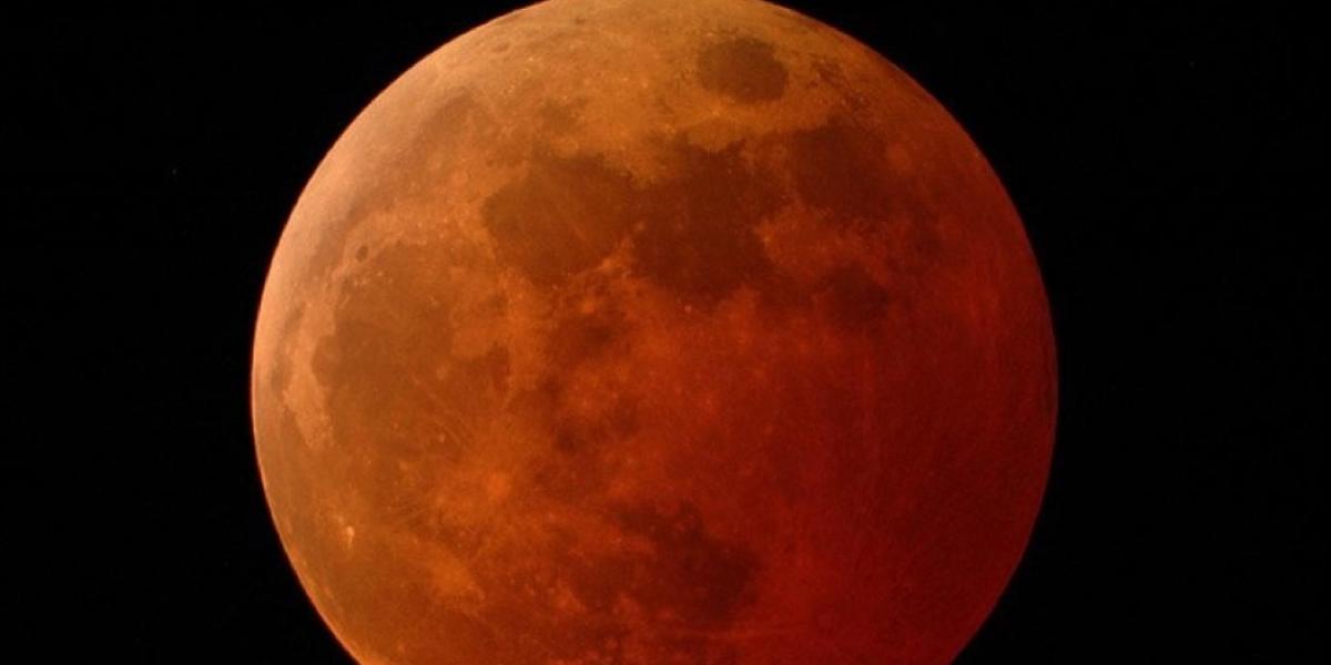 Imagen ilustrativa de un eclipse total de luna.