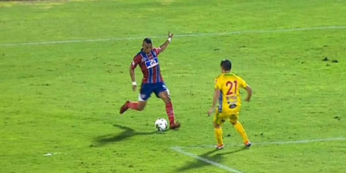 Acción del juego entre Unión Magdalena y el Atlético Huila.