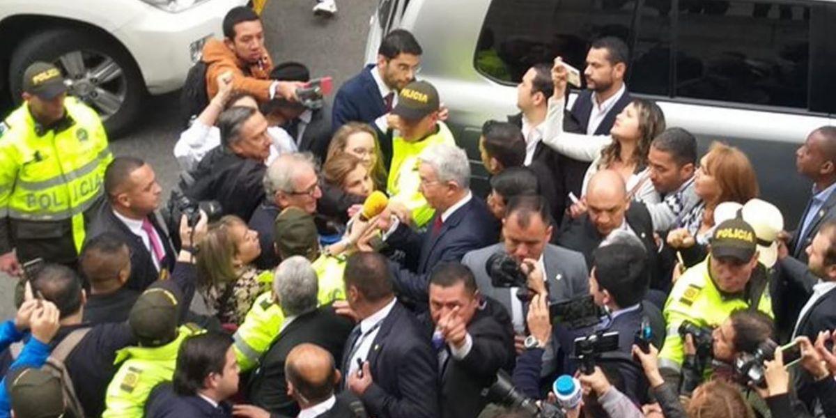 Llegada de Álvaro Uribe.