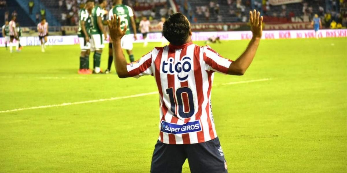 Luis 'Cariaco' Gonzáñez celebrando el tercer gol juniorista.