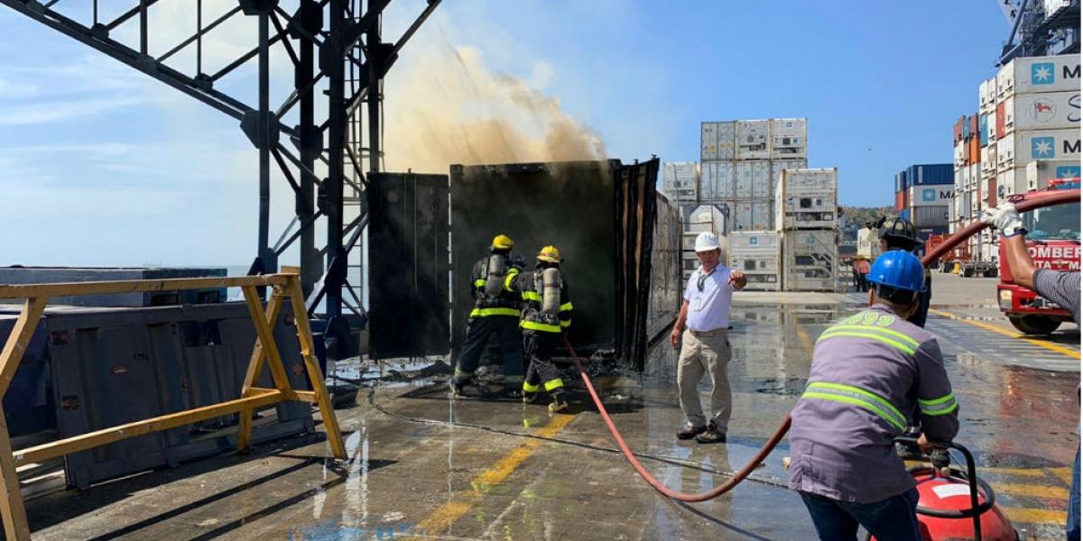 Incendio en muelle 1 de la Sociedad Portuaria.