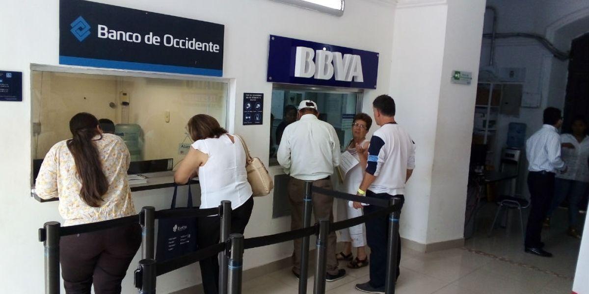 Bancos ubicados en la Unidad de Rentas - Imagen de ilustración.