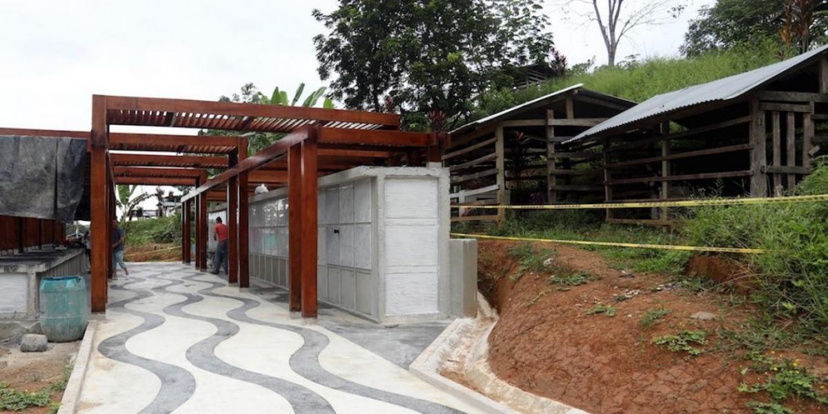 Mausoleo construido para las víctimas de la matanza.